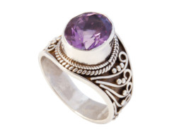Nepalese zilveren ring met amethist