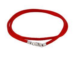 Rood zijden koord met een zilveren sluiting