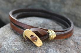 Leren armband met koperen details