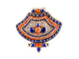 Tibetaans zilveren gebedsdoosje met koraal en lapis lazuli