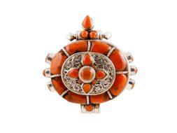 Tibetaanse zilveren ghau hanger met koraal