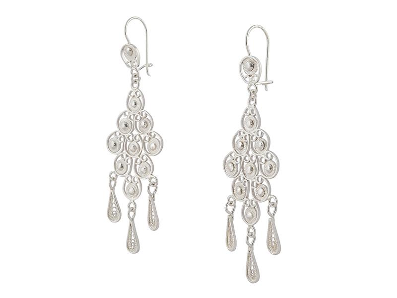 Lange sierlijke zilveren filigrain oorbellen uit Peru