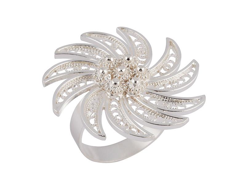 Zilveren filigrain ring uit Peru met sierlijke bloem
