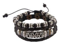 Zwart gevlochten leren armband met houten kralen uit Tibet