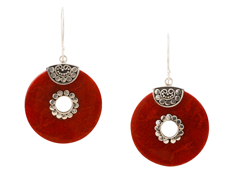 Balinese koraal oorbellen met zilveren details