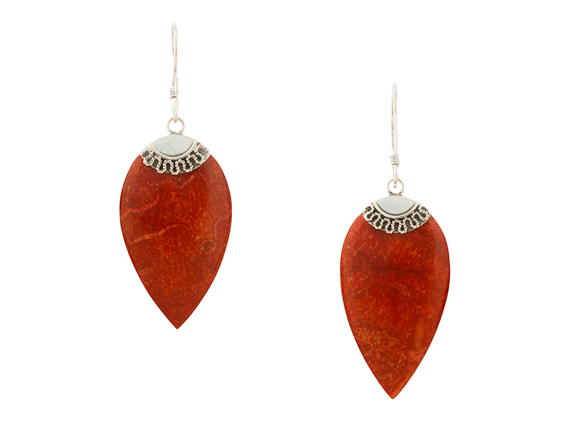 Balinese zilveren oorbellen met rood koraal