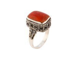 Zilveren ring uit Bali met koraal