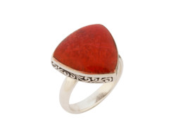 Zilveren ring uit Bali met rood koraal