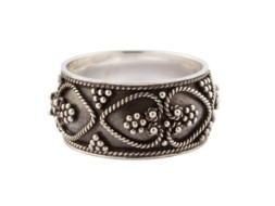 Balinese zilveren ring met filigrain en granulatie