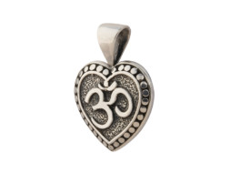 Zilveren hartvormige hanger met Om symbool uit Bali