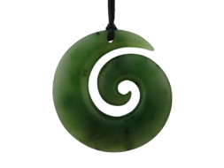 Groene jade Maori hanger in Koru symbool
