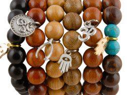 Tibetaanse houten mala armbanden met bedeltjes