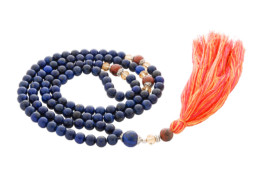 Mala ketting van lapis lazuli en jaspis uit Nepal