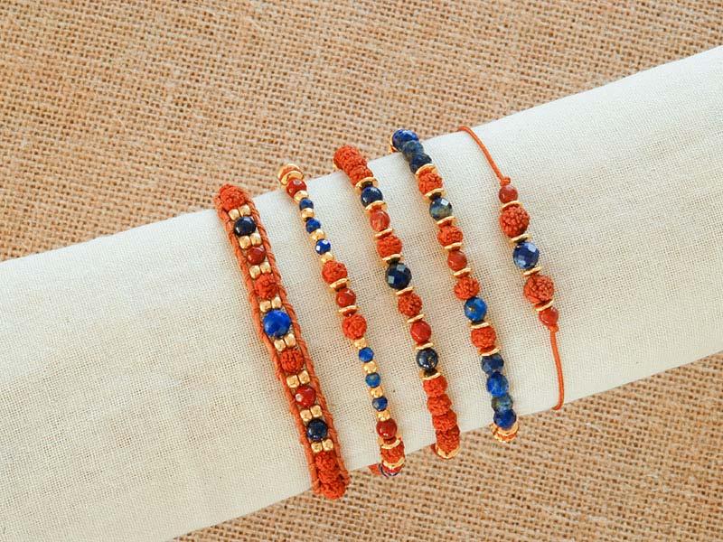 Armbanden met rudraksha, lapis lazuli , rode jaspis en bodhi kralen