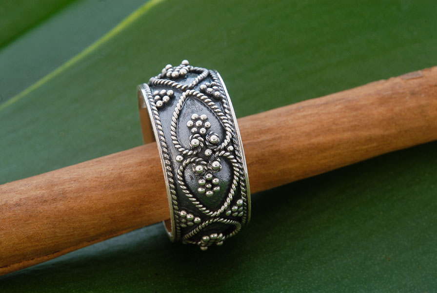Zilveren ring uit Indonesië
