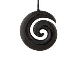 Zwarte jade Maori hanger in Koru symbool