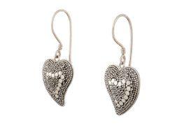 Hartvormige zilveren oorbellen uit Bali