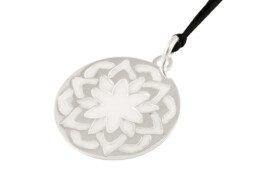 Zilveren bloem mandala hanger met emaille uit Bali